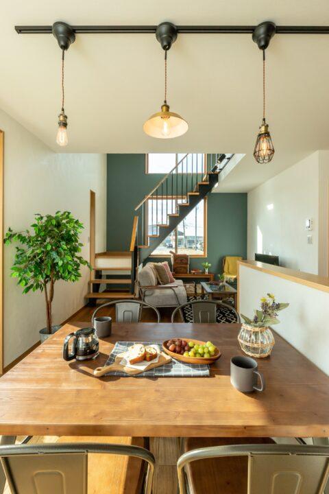 辻久留モデルハウス 「 庭とつながるウッドデッキのあるお家」