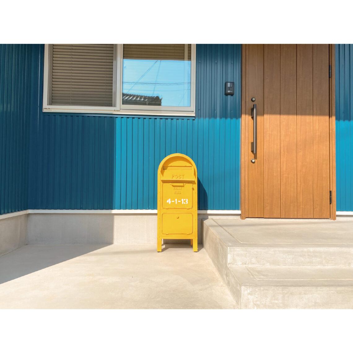 シンプルにオシャレに暮らす! 爽やかなマリンブルーの平屋のお家